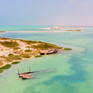Flat water lagoon of Bar al Hickman, strong and constant winds, white sands, shallow area – the perfect kite lagoon.